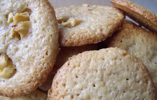 On peut ajouter des morceaux de pomme dans les biscuits à la crème fraiche