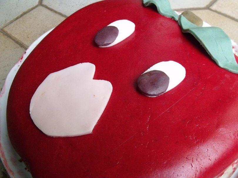 gateau en pate à sucre en forme de pomme