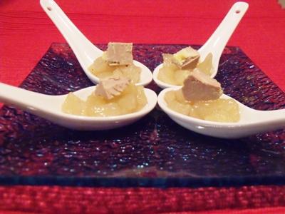 compotee de poires au miel et des de foie gras
