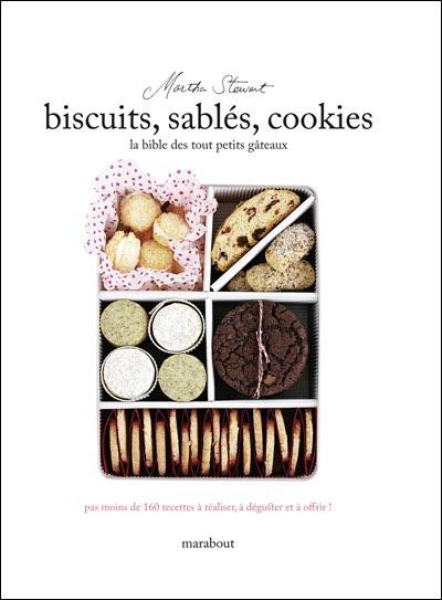 """Couverture du livre de Martha Stewart """"la bible des tout petits gâteaux"""""""