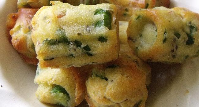 des petits cakes aux fèves cuits dans des moules à cannelés