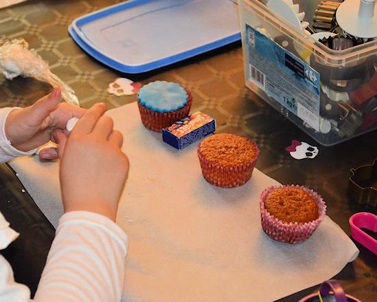 Animer un aniversaire avec de la décoration de cupcakes