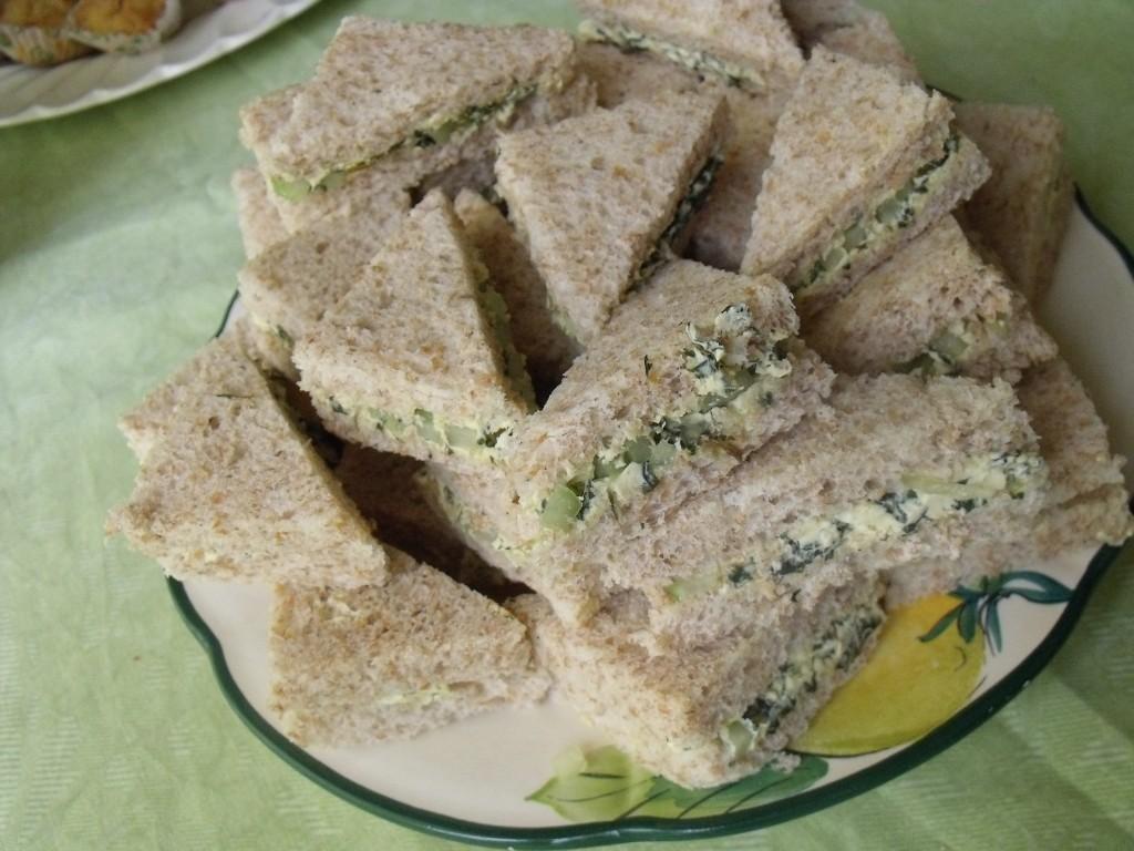 sandwichs au concombre et beurre de menthe (2)