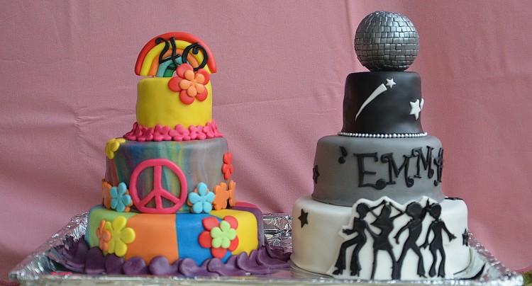 Gâteau disco et gâteau hippie