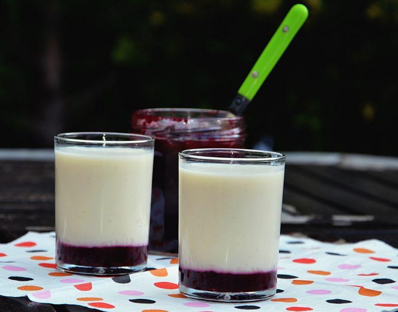 verrines de blanc-manger et confiture de mûres