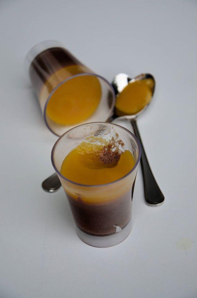 verrines mousse chocolat-coulis mangue-passion