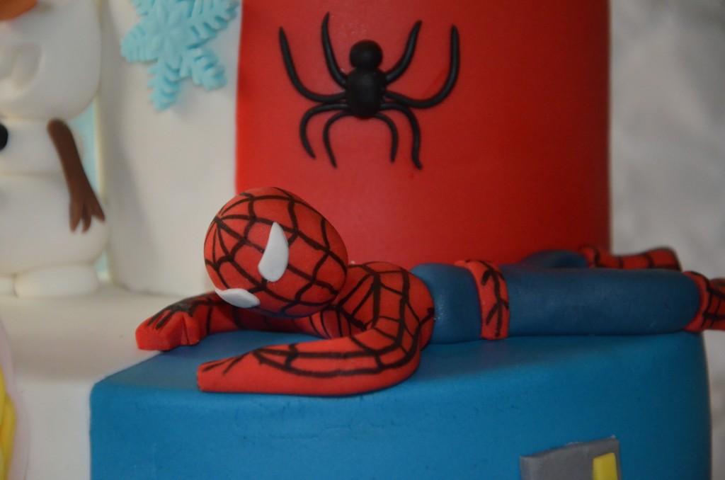 gâteau double thème Reine des neiges-Spiderman (9)