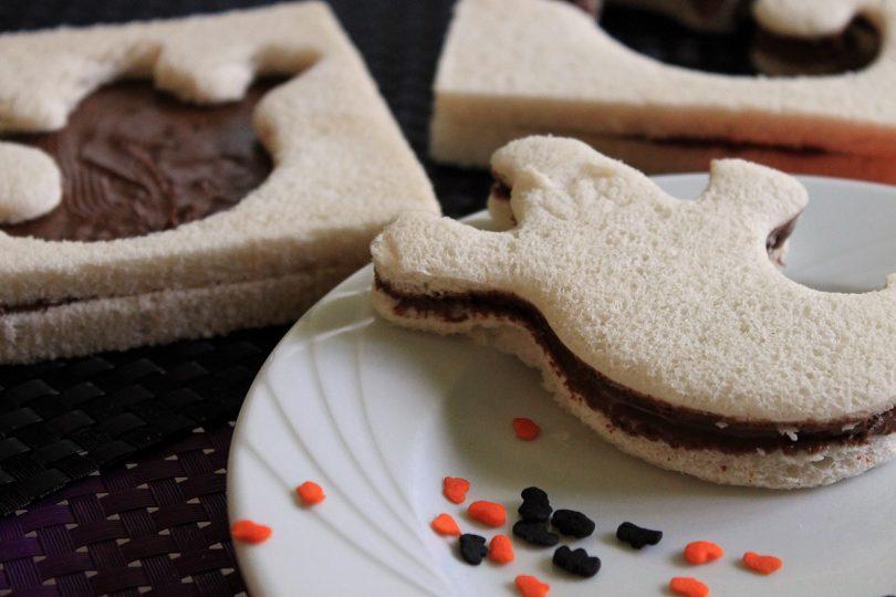 idee facile pour halloween, des sandwichs fantomes