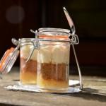 Poire au sirop d'érable et badiane, spéculoos et crème à la rose en verrines