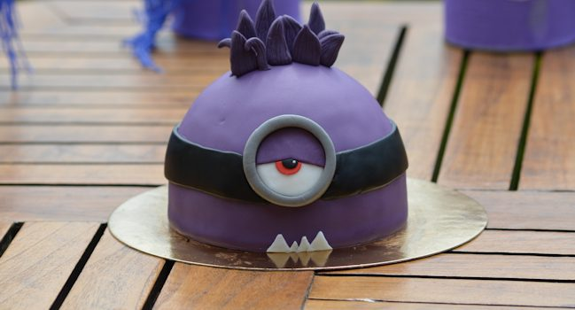 gateau-minion-violet