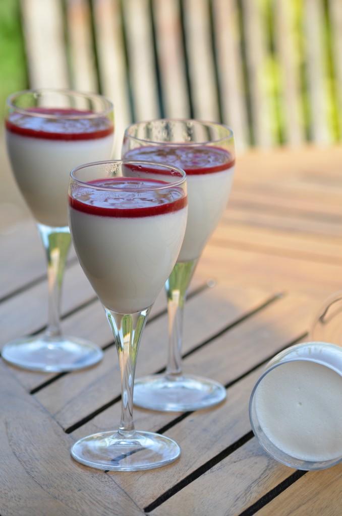 panna cotta au lait d'amandes, coulis de framboises (2)