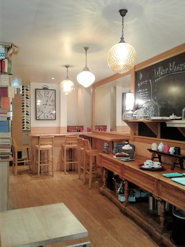 buffet intérieur du salon de thé Le Petit Magre à Toulouse