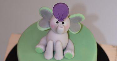 modèle de cake topper éléphant en pâte à sucre