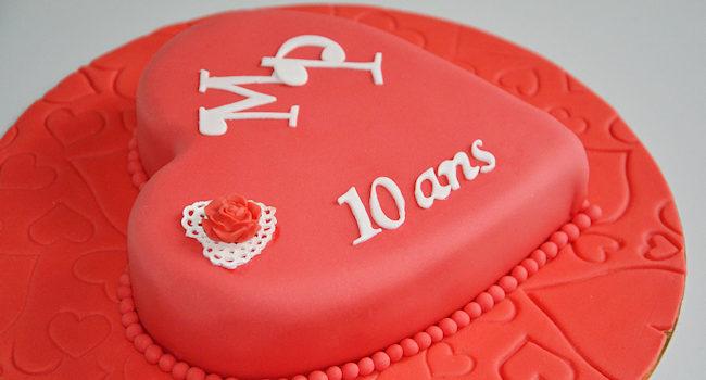 Gâteau coeur rouge et son liseré de perles