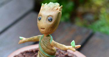 Détails du haut du corps de Baby Groot en pâte à sucre