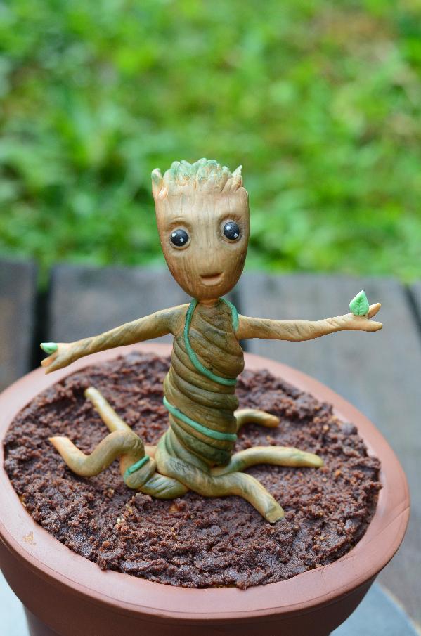 Une idée de gâteau Gardiens de la Galaxie, le gâteau Baby Groot dans son pot de fleurs