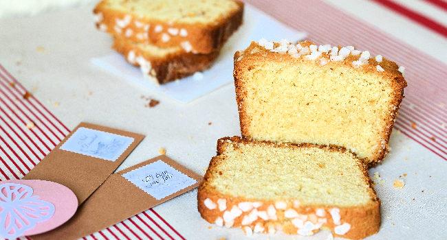 une tranche de cake à la fleur d'oranger pour le goûter