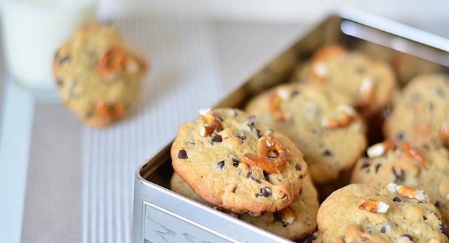 Des cookies sucré-salé avec cette recette à la banane, chocolat et bretzels