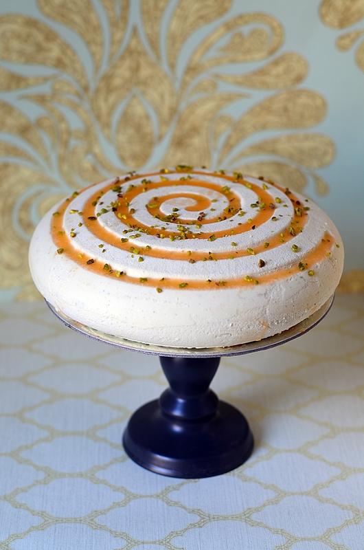 Entremets abricot pistache dans le moule girotondo de silikomart