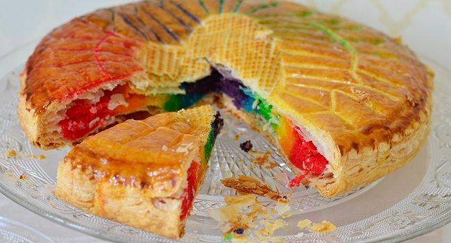 une part de galette des rois originale et multicolore