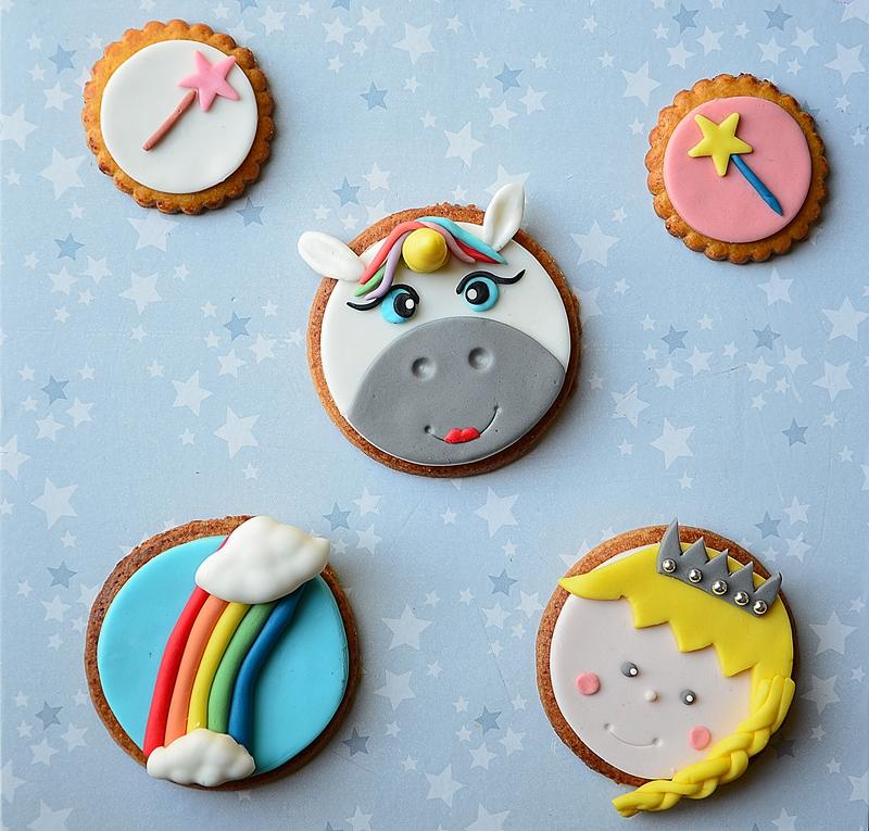 Décorations de cupcakes : cake topper thème licorne