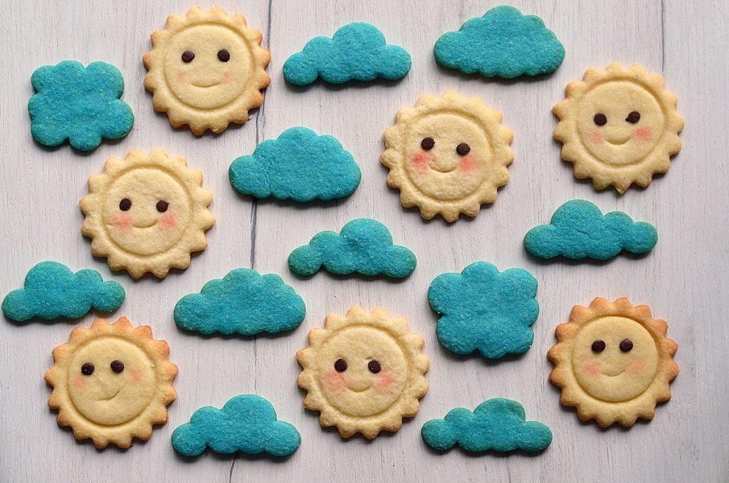 Biscuits nuage et biscuits soleil sans emporte-pièces