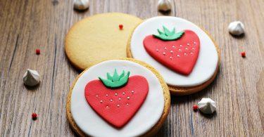 Biscuits décorés en pâte à sucre facile