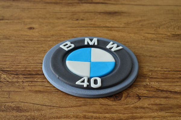 logo BMW en pâte à sucre à commander