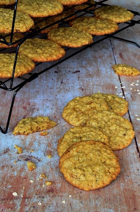 Des cookies aux raisins secs blonds et flocons d'avoine
