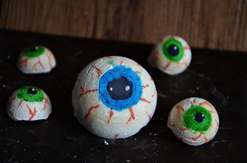 recette sucrée pour halloween yeux de monstres en meringue
